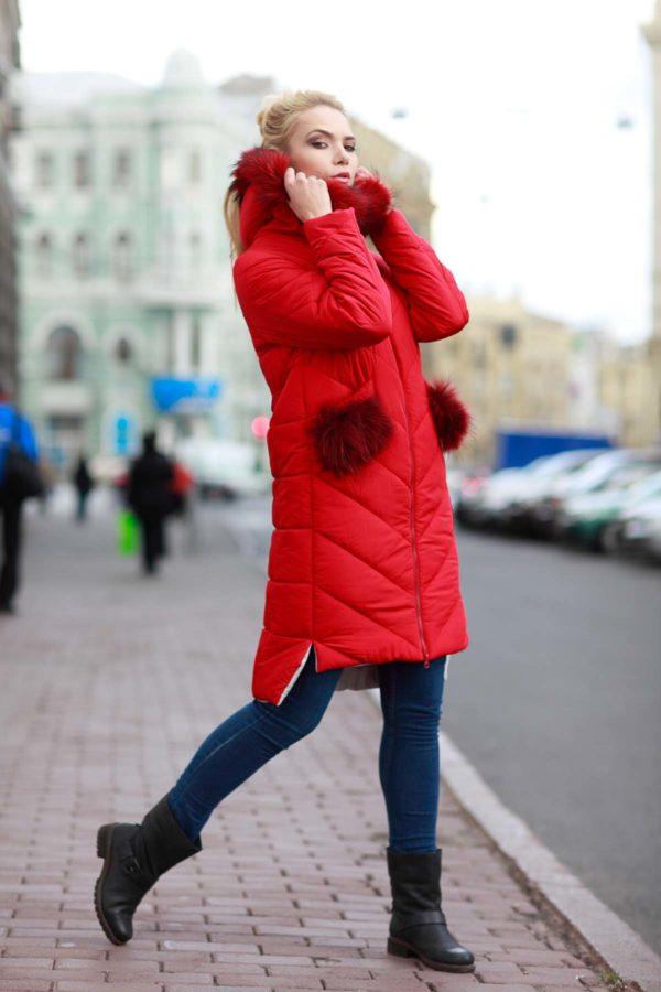 Зимнее пальто стеганое Монтана енот в цвет яр. красный